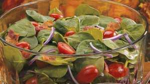 Weight Watchers Recipes:  Tomato, spinach and balsamic onion salad